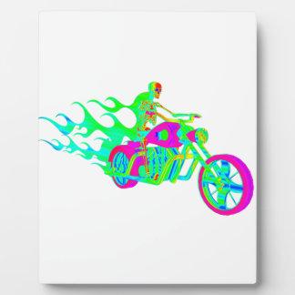 オートバイに乗る骨組 フォトプラーク