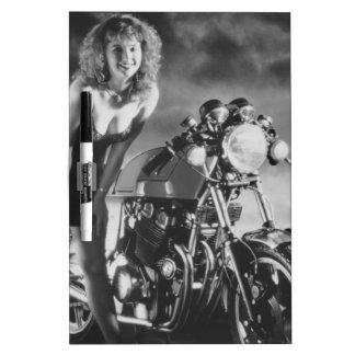 オートバイのピンナップの女の子 ホワイトボード