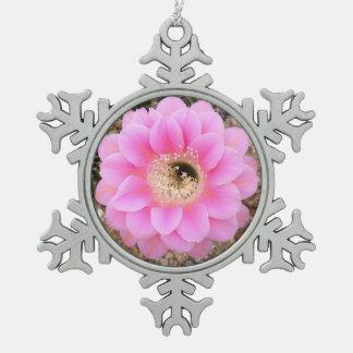 オーナメントのピンクのサボテンの花 スノーフレークピューターオーナメント