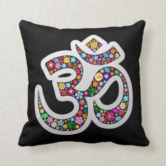 オームのオウムのナマステのヨガの記号の花の芸術のデザイン クッション