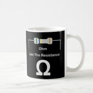 オームは抵抗を結合します コーヒーマグカップ