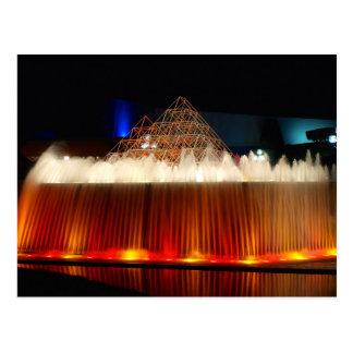 オーランドのテーマパークの噴水は夜につきました ポストカード