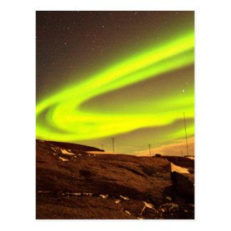 オーロラは美しい自然の景色をつけます ポストカード