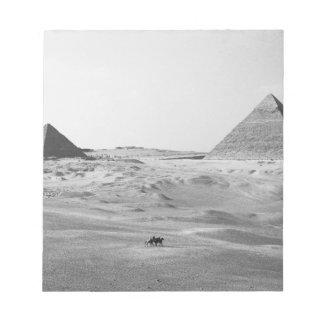 カイロエジプト、ギーザのピラミッド ノートパッド