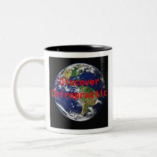 カイロプラクティックのコーヒーカップのコーヒー・マグを発見して下さい ツートーンマグカップ