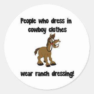 カウボーイで服を着る人々は着ます ラウンドシール