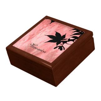 カエデの葉のシルエットの赤い大理石のギフト用の箱 ギフトボックス