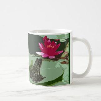 カエルおよびスイレンの浮いている葉の芸術 コーヒーマグカップ
