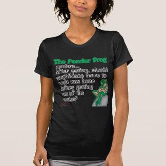 カエルの水陸両生動物を熟考して下さい Tシャツ