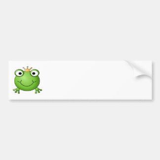 カエルの王子。 王冠を持つ微笑のカエル バンパーステッカー