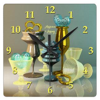 カクテルグラスのスタイリッシュなハートの金ゴールドのターコイズのワイン スクエア壁時計