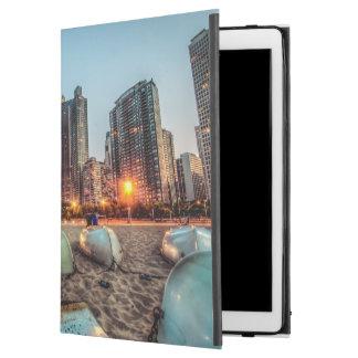 """カシの通りのカヌーは日没の後で少しを浜に引き上げます iPad PRO 12.9"""" ケース"""