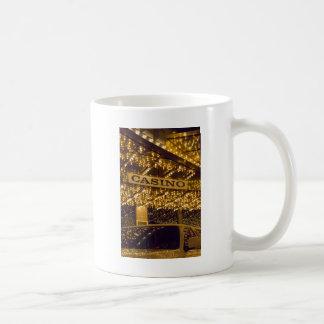 カジノ明るいライトラスベガスの賭博のお金 コーヒーマグカップ