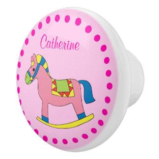 カスタマイズ一流のかわいいピンクの揺り木馬の水玉模様 セラミックノブ