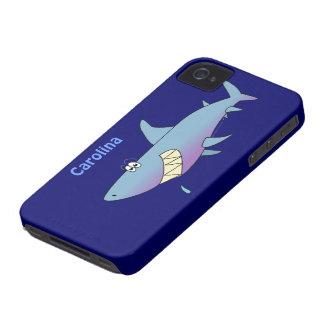 カスタマイズ可能なかわいい漫画の鮫の名前をカスタムする Case-Mate iPhone 4 ケース