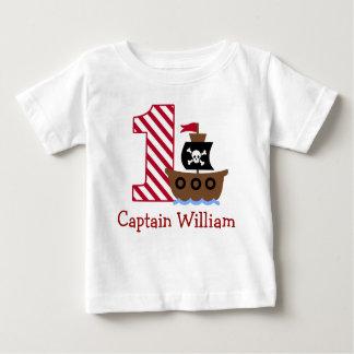 カスタマイズ可能な海賊最初誕生日のワイシャツ1年 ベビーTシャツ
