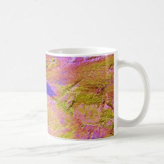 カスタマイズ可能な黄色いピンクの青いクラッシュのマグ- ベーシックホワイトマグカップ