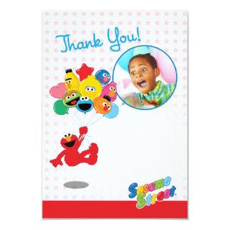 カスタマイズ可能なElmoおよび友達の気球は感謝していしています 8.9 X 12.7 インビテーションカード