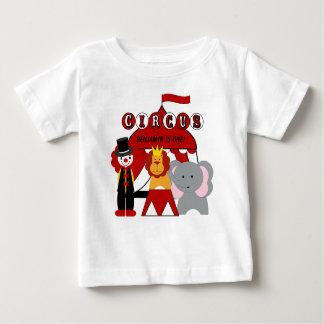 カスタマイズ赤と白のサーカスの誕生日のTシャツ ベビーTシャツ