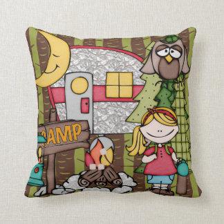 カスタマイズ金髪の女の子のキャンプの枕 クッション