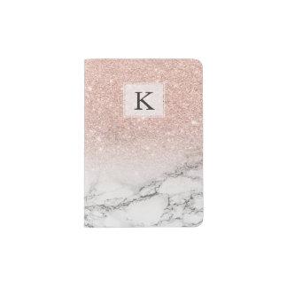 カスタムで模造のなローズピンクのグリッターのグラデーションで白い大理石 パスポートカバー