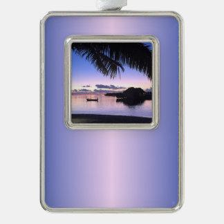 カスタムで甘いモルディブの日没のゴンドラの青いピンク シルバープレートフレームオーナメント