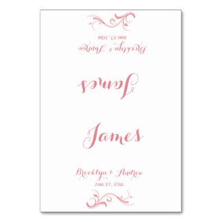 カスタムで白く、ピンクの結婚式の座席表 カード