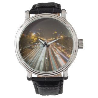 カスタムで黒いヴィンテージの革 腕時計