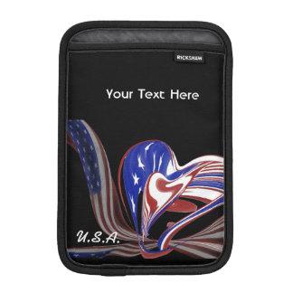 カスタムなアメリカのハートの旗及び黒い背景 iPad MINIスリーブ