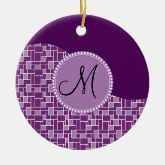 カスタムなモノグラムのイニシャルの紫色の波はパターンをタイルを張ります セラミックオーナメント