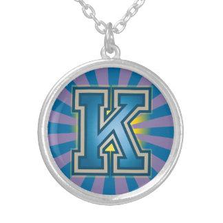 カスタムなモノグラム「K」のイニシャル シルバープレートネックレス