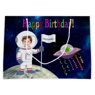 カスタムな写真の宇宙飛行士の誕生日 ラージペーパーバッグ