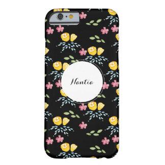 カスタムな名札が付いている黒い花パターン BARELY THERE iPhone 6 ケース