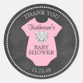 カスタムな女の子のピンクの黒板のベビーシャワーのテンプレート ラウンドシール