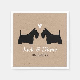 カスタムな文字が付いているカップルを結婚しているスコットランドテリア スタンダードカクテルナプキン