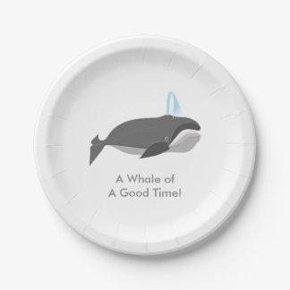 カスタムな文字を持つかわいいクジラ ペーパープレート