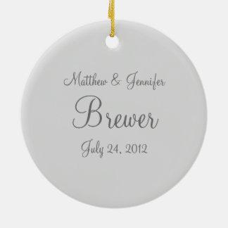 カスタムな灰色の結婚式のクリスマスのオーナメントの記念品 セラミックオーナメント