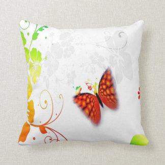 カスタムな背景色の花の蝶枕 クッション