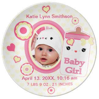 カスタムな誕生の発表の女の子の赤ん坊の記念品のプレート 磁器プレート