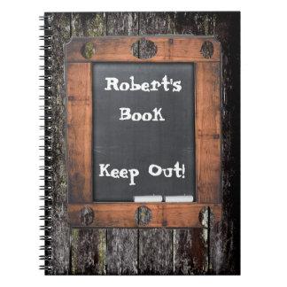 カスタムな黒板の汚い木製の効果は保ちます ノートブック