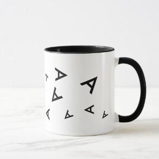 カスタムAの大文字の黒のタイポグラフィ マグカップ