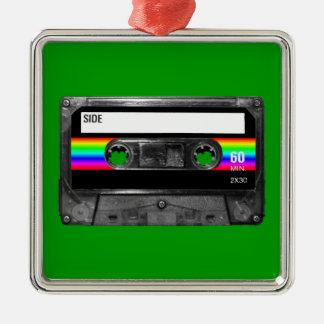 カセットw/Blackおよび虹のストライプのラベル メタルオーナメント
