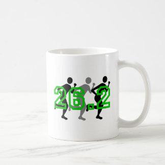 カッコいい26.2のマラソン コーヒーマグカップ