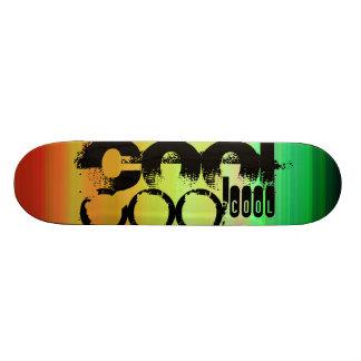 カッコいい; 鮮やかな緑、オレンジ、及び黄色 スケートボード