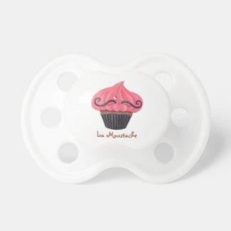 カップケーキおよびLaの口ひげ おしゃぶり