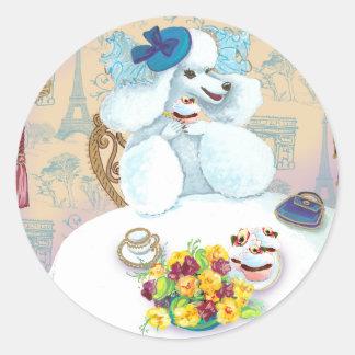 カップケーキが付いている白いプードルのお茶会 ラウンドシール