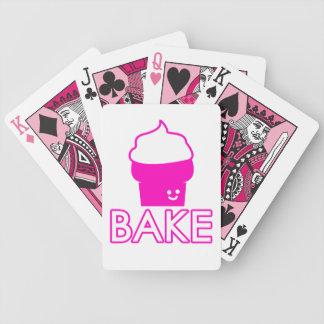 -カップケーキのデザイン-白い文字を焼いて下さい バイスクルトランプ
