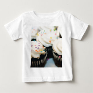 カップケーキのベビーのティー ベビーTシャツ
