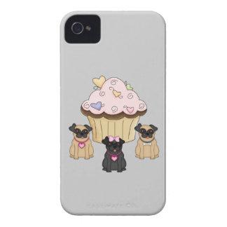 カップケーキの甘いパグ犬 Case-Mate iPhone 4 ケース