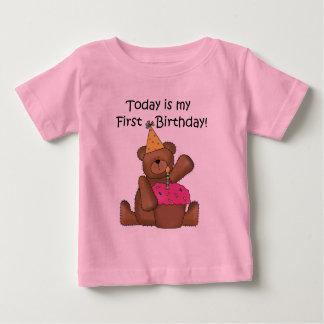 カップケーキの第1誕生日のTシャツおよびギフトと耐えて下さい ベビーTシャツ